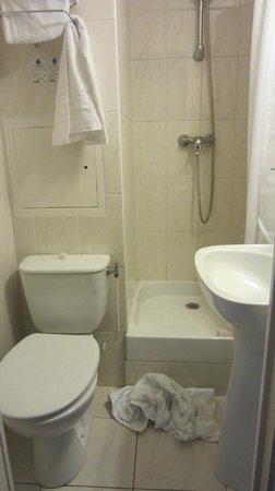 Comfort Hotel Place du Tertre: baño