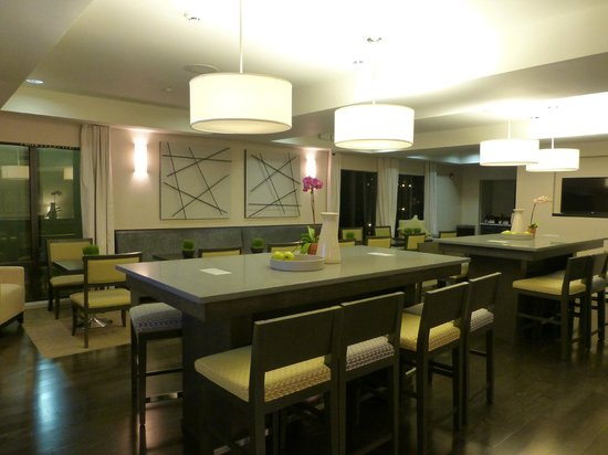 Hampton Inn San Francisco - Daly City: New Lobby / Dining area