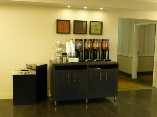 Hampton Inn San Francisco - Daly City: Still Coffee 24/7