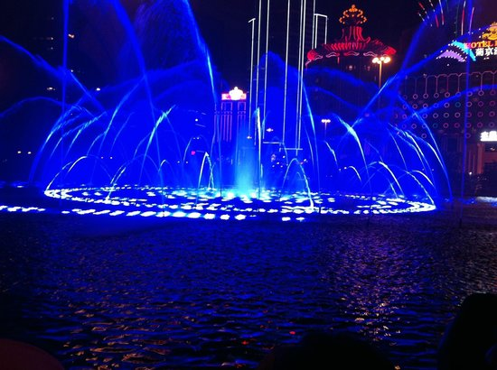 Wynn Macau: The Musical Fountain-2