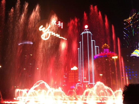 Wynn Macau: The Musical Fountain-1