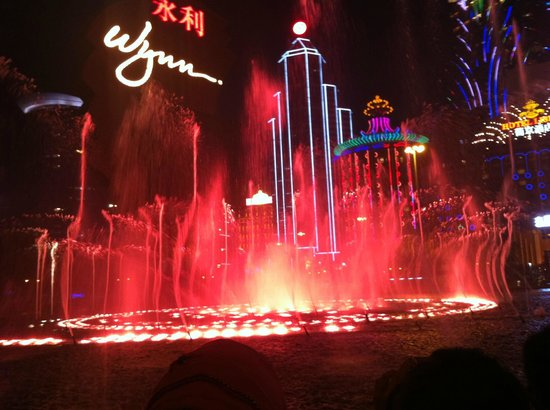 Wynn Macau: The Musical Fountain-6