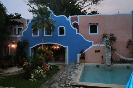 Hotel Casa de las Flores Playa del Carmen:                   Entrance inside