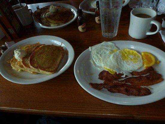 Cracker Barrel Old Country: Breakfast