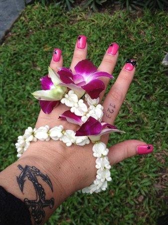 Kirikayan Boutique Resort :                   bracelet floral d'arrivée