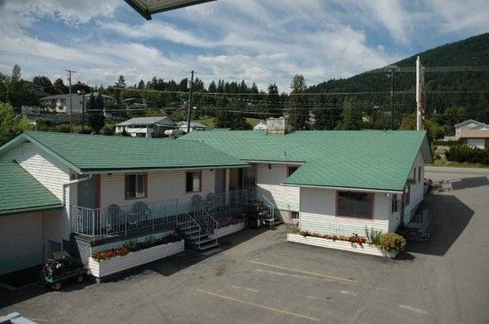 Sunset Motel: Very clean and comfortable rooms.  Close to business center of Creston, British Columbia.