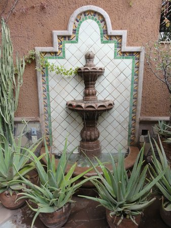 Posada del Cortes Hotel: Courtyard fountain at Posada Del Cortes