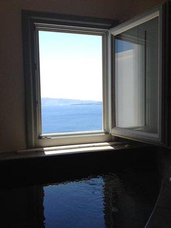 Andronis Luxury Suites:                   le jacuzzi et la vue....