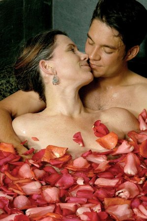 Hacienda Nicholas Bed & Breakfast Inn: Imagine a romantic rose petal bath at our Absolute Nirvana Spa