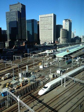 Four Seasons Hotel Tokyo at Marunouchi: Bullet train arriving at Tokyo station
