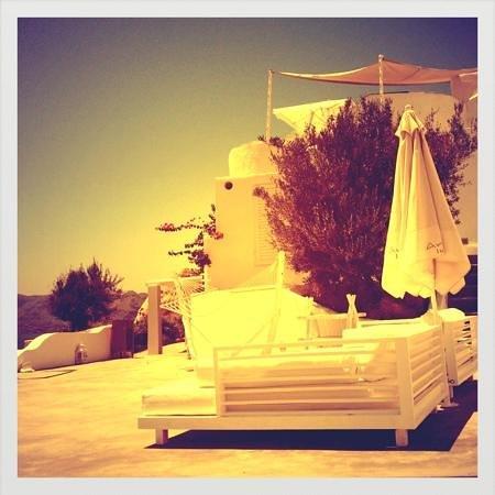 Andronis Luxury Suites:                   les lits pour bronzer en paix!