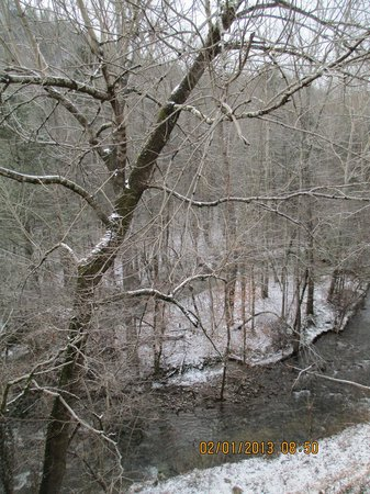 Motel 6 Gatlinburg Smoky Mountains:                   view from balcony facing stream
