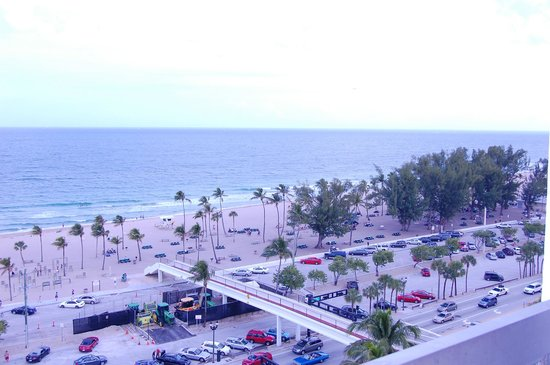 Bahia Mar Fort Lauderdale Beach - a Doubletree by Hilton Hotel: Beach view