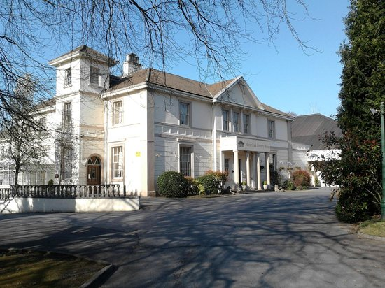 Clydach, UK: Manor Park Driveway & Entrance