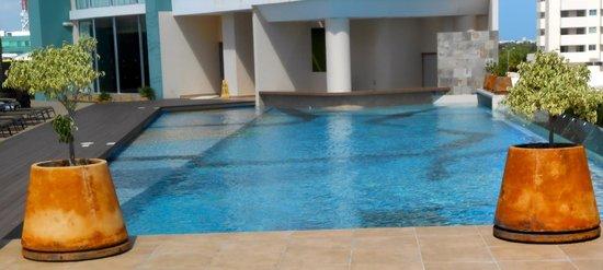 Krystal Urban Cancun Centro: Pool