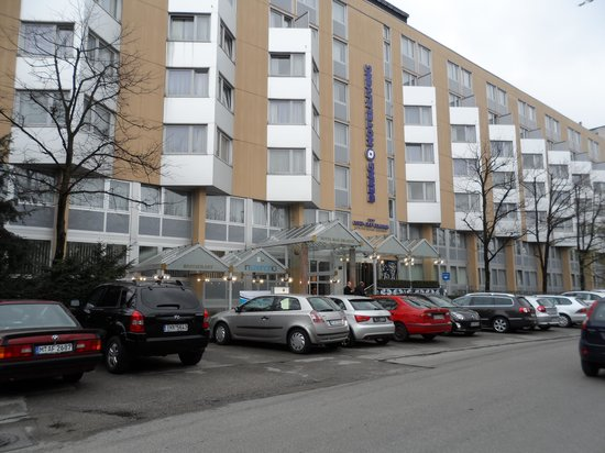 Derag Livinghotel Max Emanuel:                   Taken right across the street