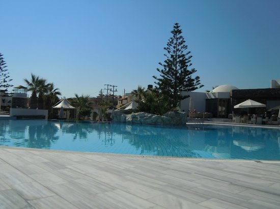 The Island Hotel:                   large pool
