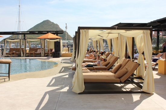 Tesoro Los Cabos: Cabana's overlooking the pool and marina
