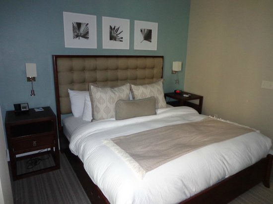 Bluegreen Vacations Studio Homes at Ellis Square, an Ascend Resort Collection: Confy bed!