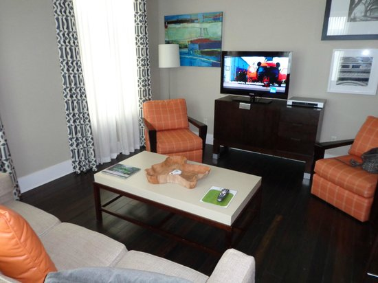 Bluegreen Vacations Studio Homes at Ellis Square, an Ascend Resort Collection: Living room with a HD TV