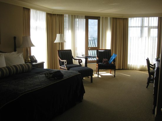 Magnolia Hotel And Spa:                   Corner King room