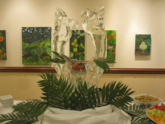 Bridge Road Bistro: One of our many Ice Sculptures made by our very own John Parrish for Sunday Brunch Buffet!