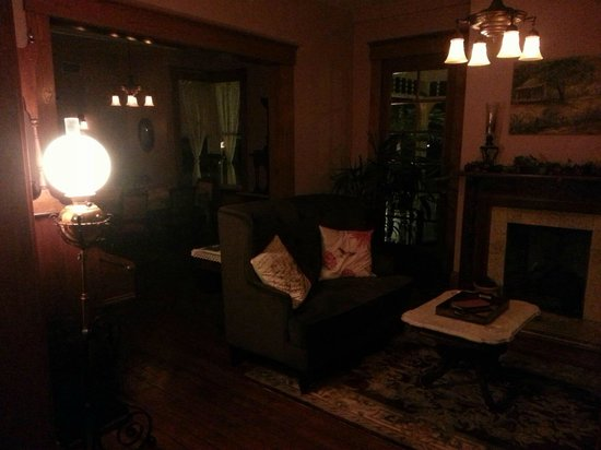 The Laurel Oak Inn:                   The living room