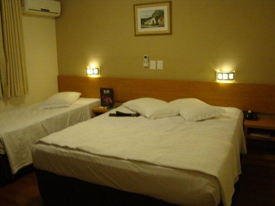 Del Rey Hotel:                   quarto