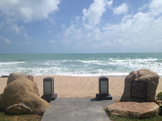 Vana Belle, A Luxury Collection Resort, Koh Samui:                   beach entrance