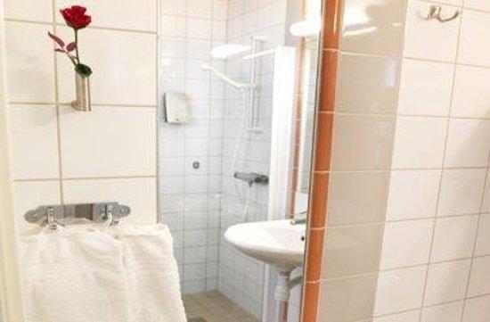 Maude's Hotel Enskede: Enskede Bathroom