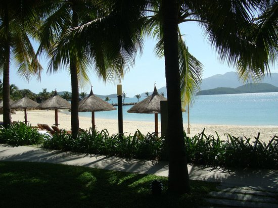 Vinpearl Luxury Nha Trang: The beach