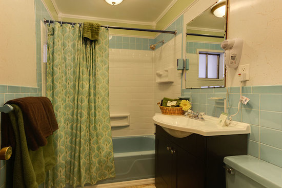Starlite Motel: Renovated Baths