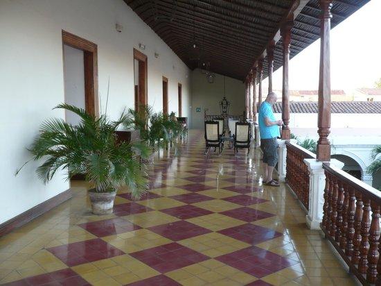 La Perla Hotel: Back balcony