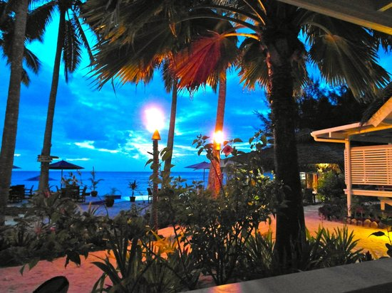 Manuia Beach Resort:                   Twilight