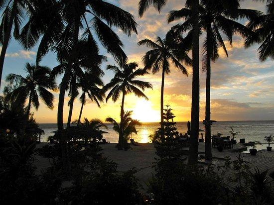 Manuia Beach Resort :                   sunset
