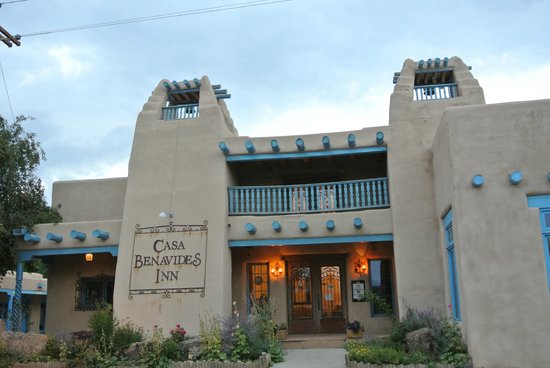 Casa Benavides Historic Inn:                   Beautiful entrance to the Inn