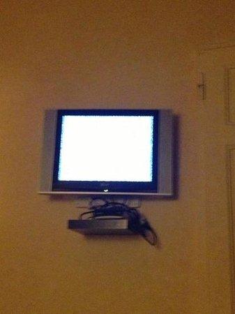 Hotel de la Pace:                   la tv che non funziona