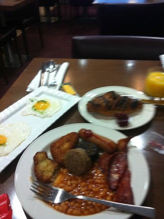 Maldron Hotel Smithfield:                                     breakfast at the hotel...i burned the bread :(
