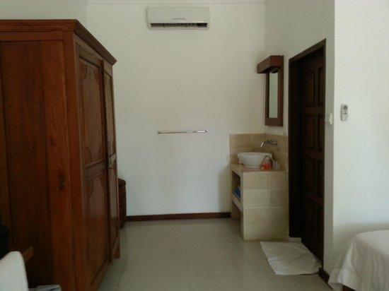 Trawangan Dive Resort:                   Room
