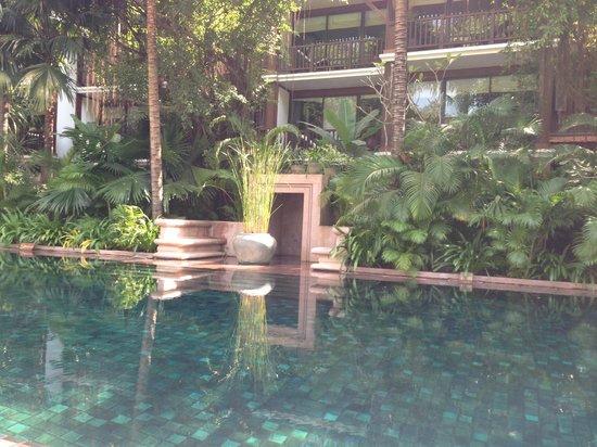 โรงแรมลา เรสิเดนซ์ ดิ อังกอร์:                   pool area