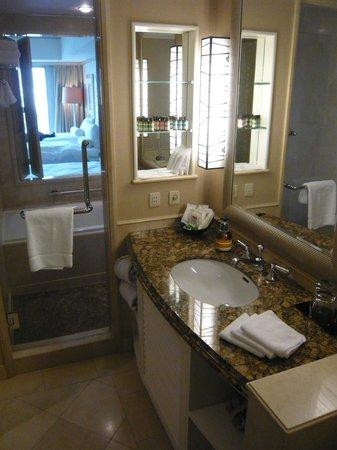 Hilton Tokyo Odaiba:                   バスルーム