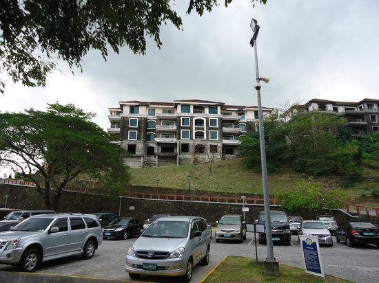 Canyon Cove Hotel & Spa:                   Residential area, private apartments in ruins.