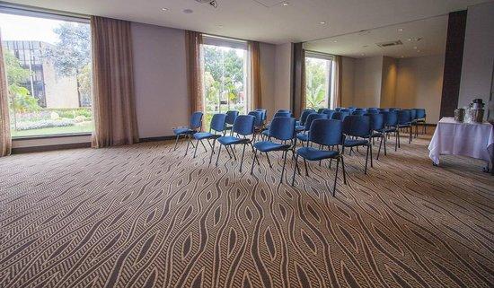 Morrison 114 Hotel: Meeting room - Natural light