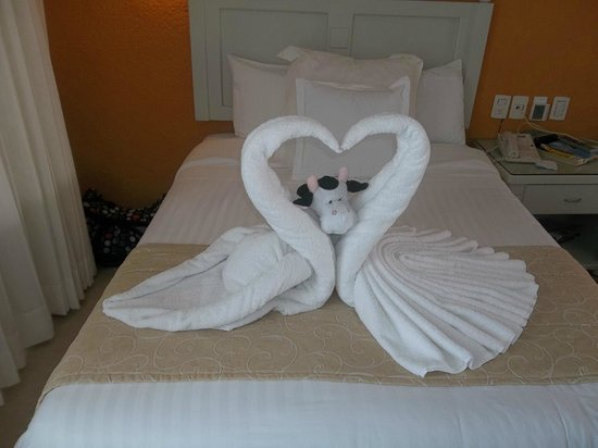Occidental Costa Cancun :                   towel art completed by my kid's toy