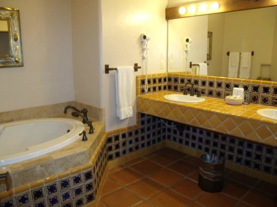 Tubac Golf Resort & Spa: double sinks in both bathrooms of the two bedroom casita