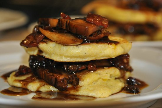 Jackson House Inn: Feathery light hoecakes with balsamic maple glaze