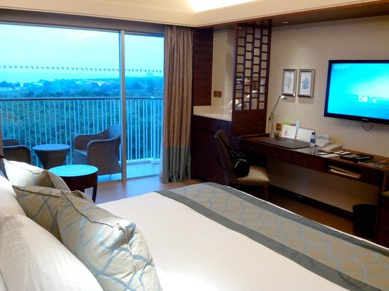 Shangri-La's Mactan Resort & Spa:                   a view  from room