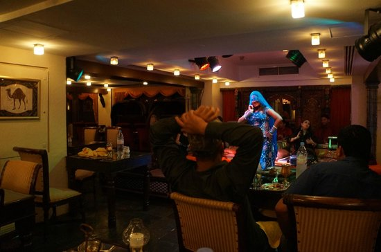 Mumtaz Mahal Indian Speciality Restaurant: dance show 2