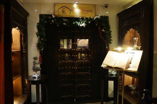 Mumtaz Mahal Indian Speciality Restaurant: entrance
