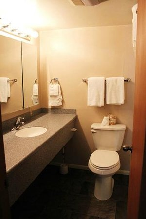 Bowen Motel: Guest House master full bath
